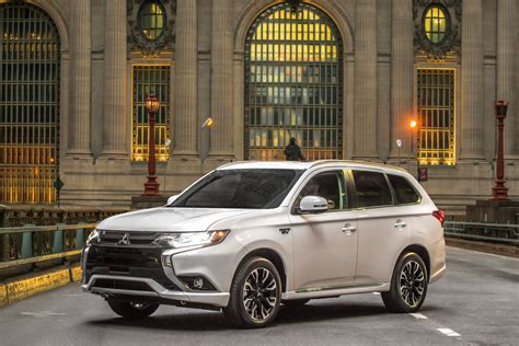 The Best Midsize SUVs with 3rd-Row Seating - Carrrs Auto