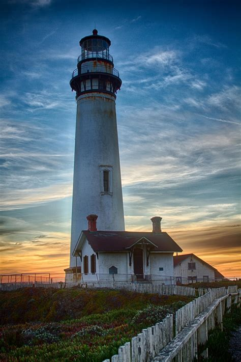Pigeon Point Lighthouse | HDR creme