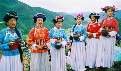 20 Cultures & Countries That Still Wear Their Traditional