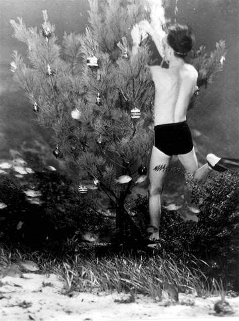 Preparing for Christmas: 37 Lovely Vintage Photos Show