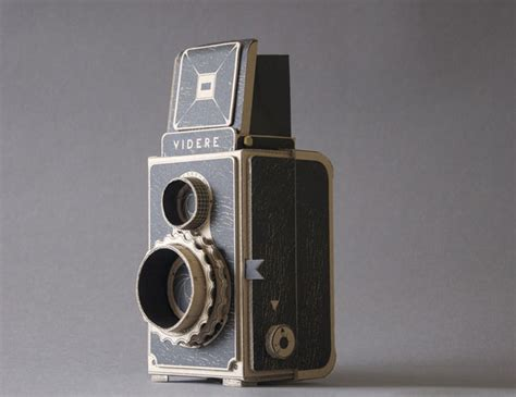 Videre: A Medium-Format Pinhole Camera with a Twin-Lens